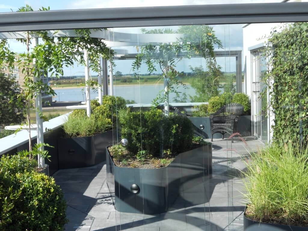 Dakterras bij particuliere tuin in overijssel l for Prijzen tuinonderhoud
